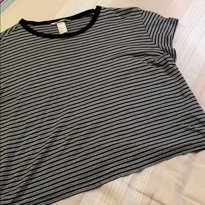 Striped slightly cropped short sleeve shirt